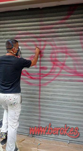 marcando el graffiti en persiana