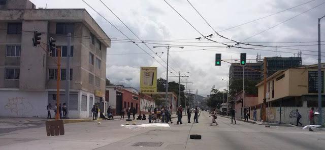Narco Colectivo Madurista le fracturo el craneo a liceista que manifestaba en contra de la represion