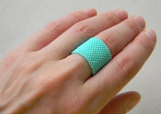 купить яркие летние украшения из бисера широкое кольцо бирюзового цвета фото