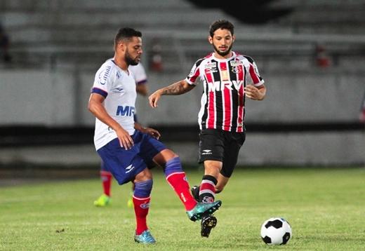 Santa Cruz e Bahia empatam pela semifinal do Nordestão