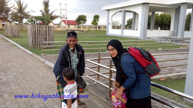 """Wisata Banda Aceh; Makam """"Terbang"""" di Alue Naga"""