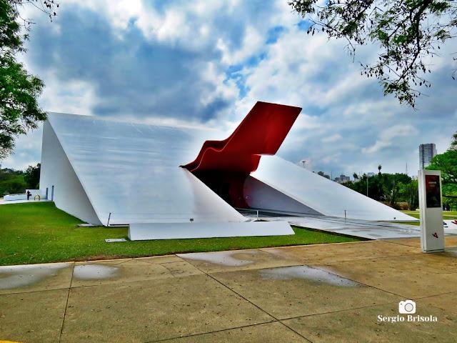 Vista ampla do Auditório Ibirapuera Oscar Niemeyer - Parque Ibirapuera - São Paulo