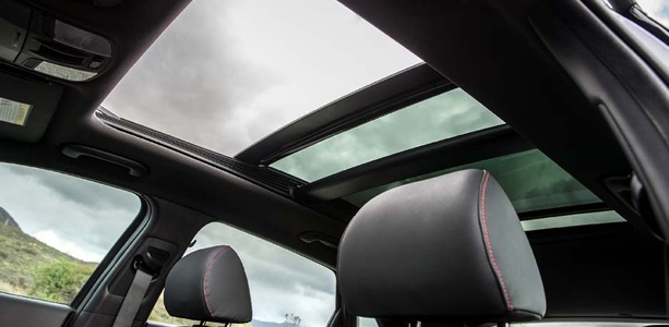 Begini Cara Perawatan Sunroof Mobil