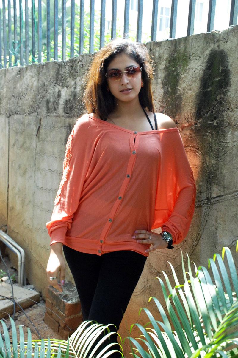 Hari Priya Latest Beautiful hot Photos Stills-HQ-Photo-9