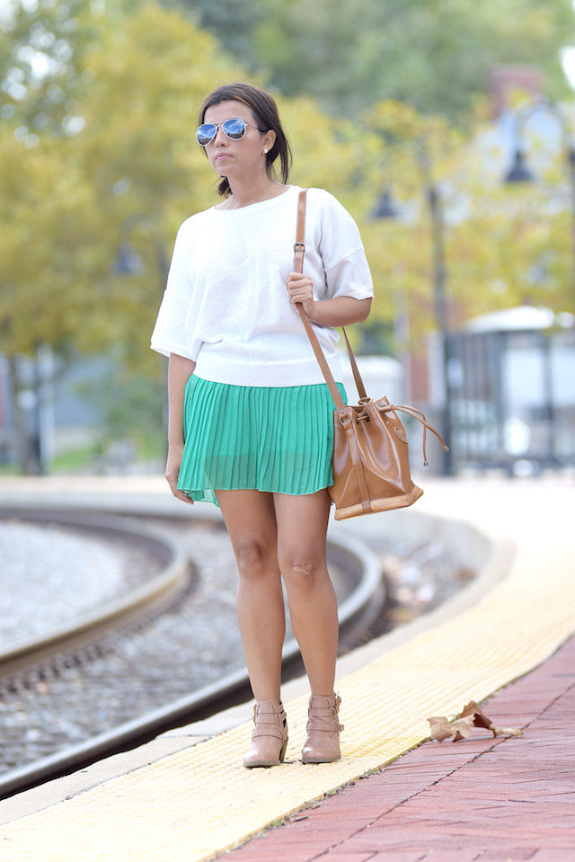 Wearing: TShirt/Blusa: LightInTheBox Skirt/Falda: CNNDiret Shoes/Zapatos: Madden Girl