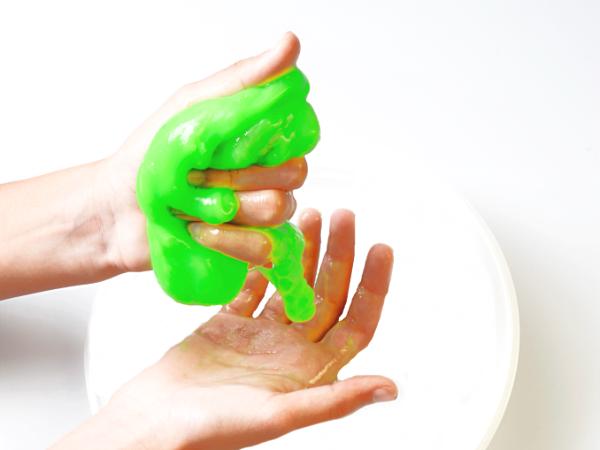 2-INGREDIENT SLIME (no glue recipe!) #slimerecipe #slime #slimerecipeeasy #noglueslime #slimewithoutglue #noglueslimerecipe #slimeforkids #slimefortoddlers #soapslime #soapslimerecipes