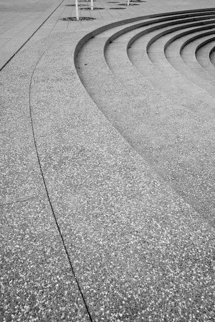 10 fantazji subtelnych - czarno-biała fotografia odklejona. Fotografia koncepcyjna. Kompozycja suprematyczna. fot. Łukasz Cyrus, Ruda Śląska, 2017r.