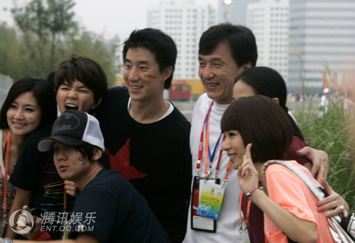 jackie chan and his family - photo #3