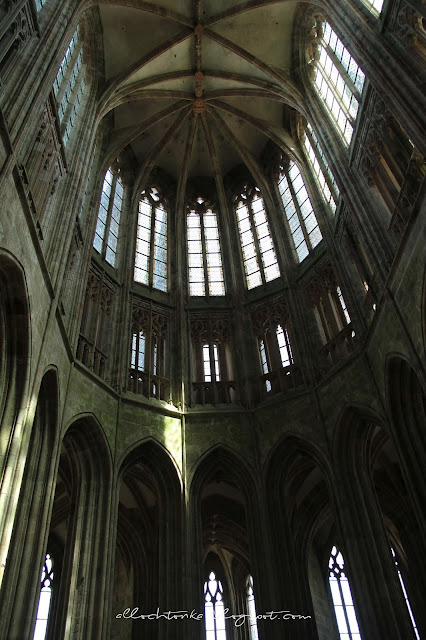 Gotyckie sklepienie opactwa Mont Saint-Michel