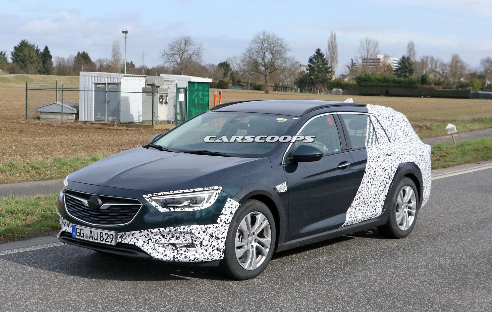 opel insignia country tourer getting ready to lure customers away from suvs carscoops. Black Bedroom Furniture Sets. Home Design Ideas