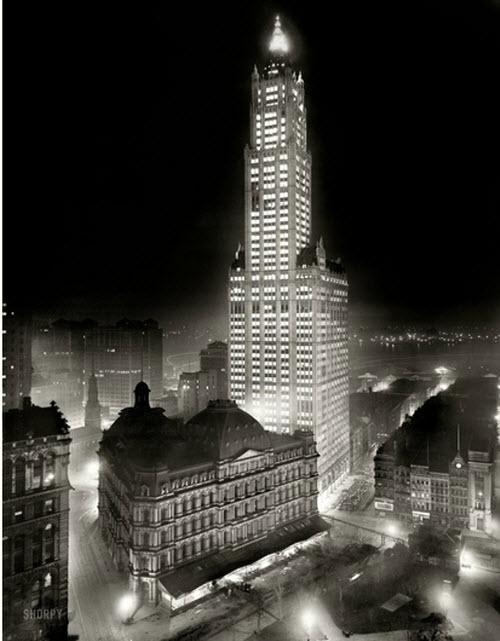 Vista nocturna del edificio Woolworth, Nueva York c. 1913