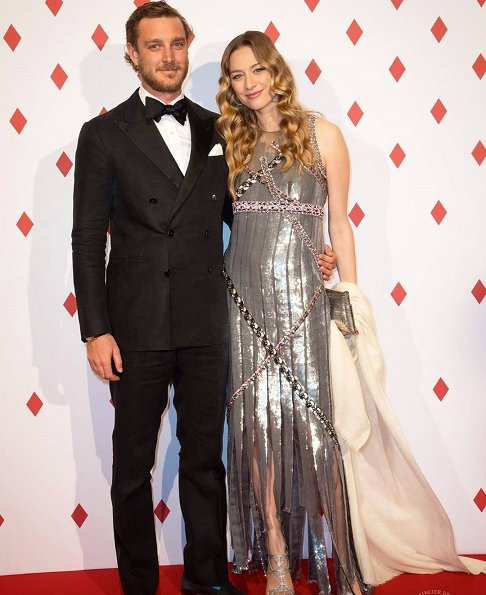 The dress worn by Beatrice Borromeo is an old dress of her mother-in-law Princess Caroline of Hanover. Surrealist Dinner Party at Monte-Carlo Casino