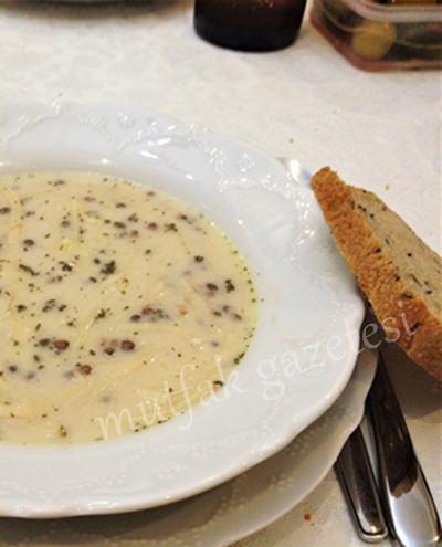 mercimekli yoğurtlu erişte çorbası