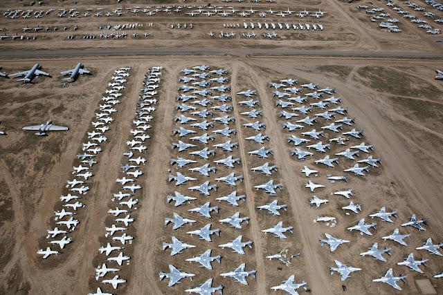 shutterstock 68914780 - O Maior Cemitério de Aviões do Mundo