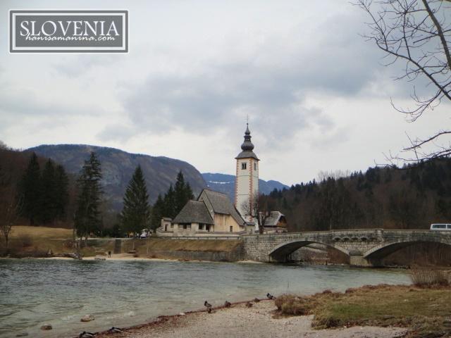 Menikmati Pemandangan Sekitar Lake Bohinj, Slovenia