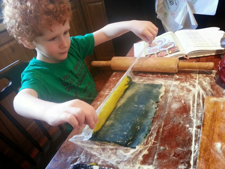 How to roll a swiss roll using cling film