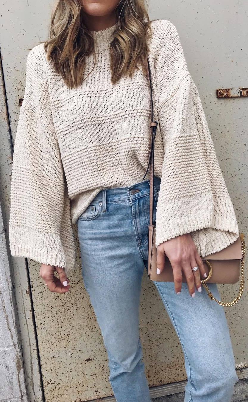 fall outfit idea / nude sweater + bag + jeans