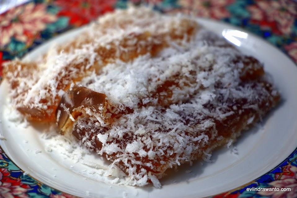 kue ongol-ongol terbuat dari tepung dan gula aren