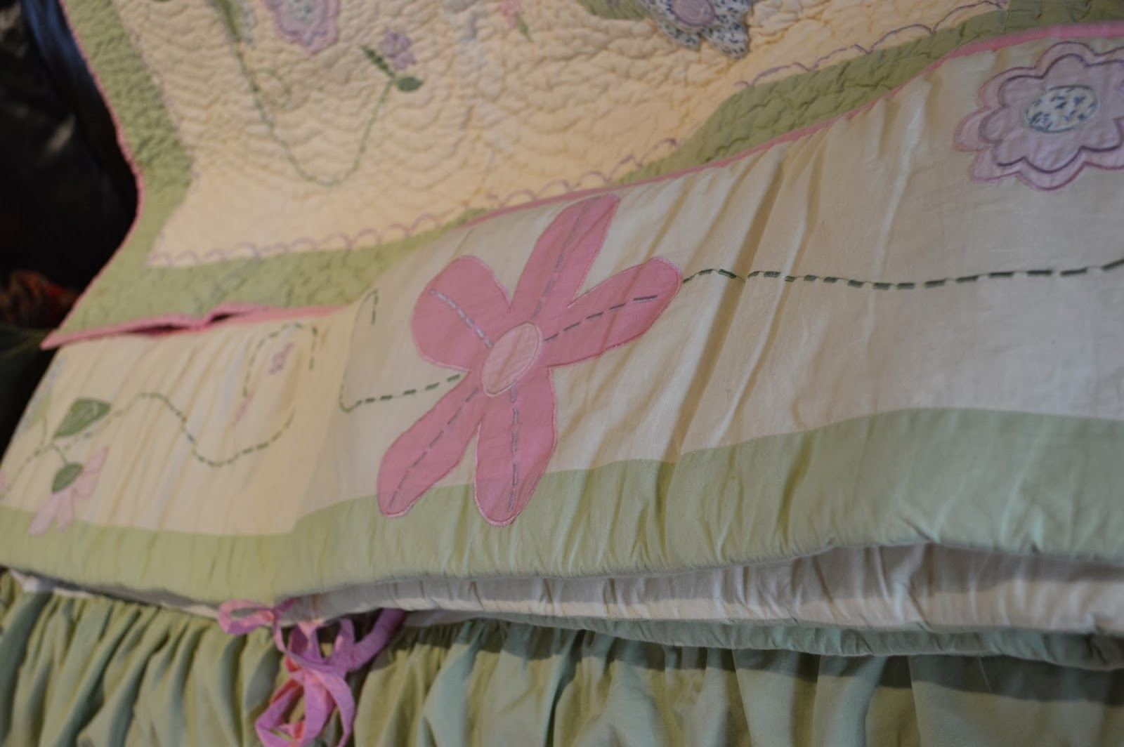Laura Ashley Crib Bedding Set Includes Matching Skirt Per And Quilt In Very Good Condition