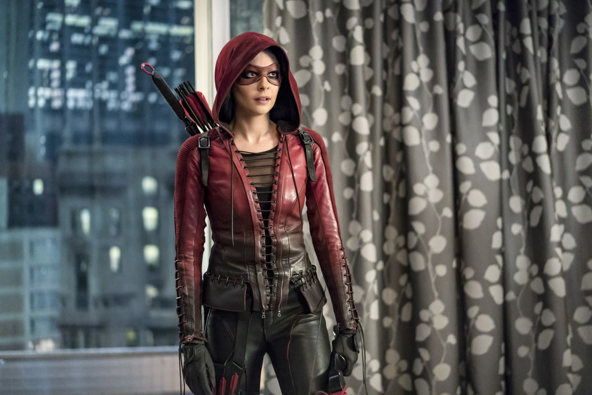 Willa Holland en Arrow