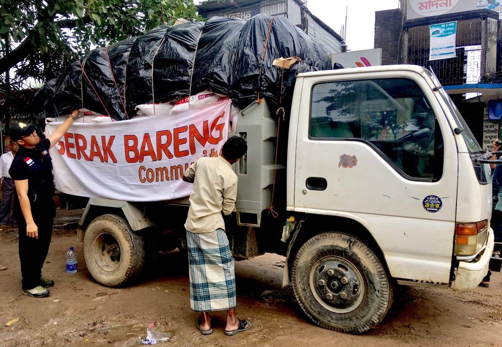 Paket Sembako untuk Pengungsi Rohingya di Bangladesh