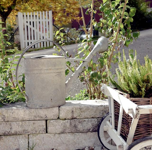 Dekoideen für einen shabby Garten