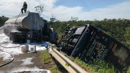 Ônibus de cantora sertaneja sofre acidente com mortes