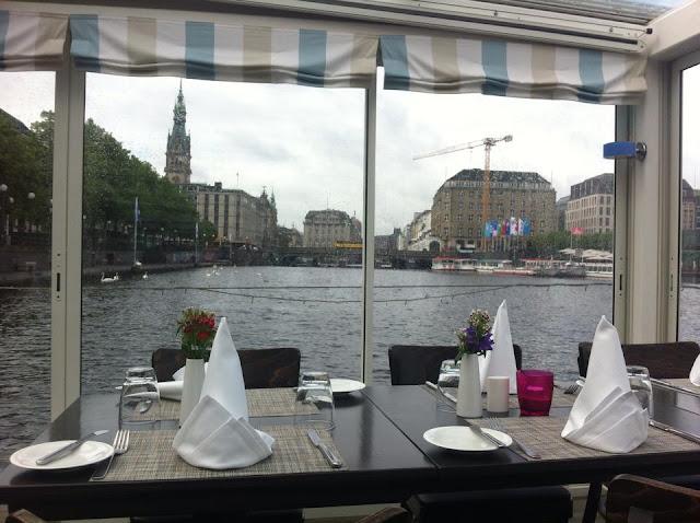 Alsterschiff mit Cafe