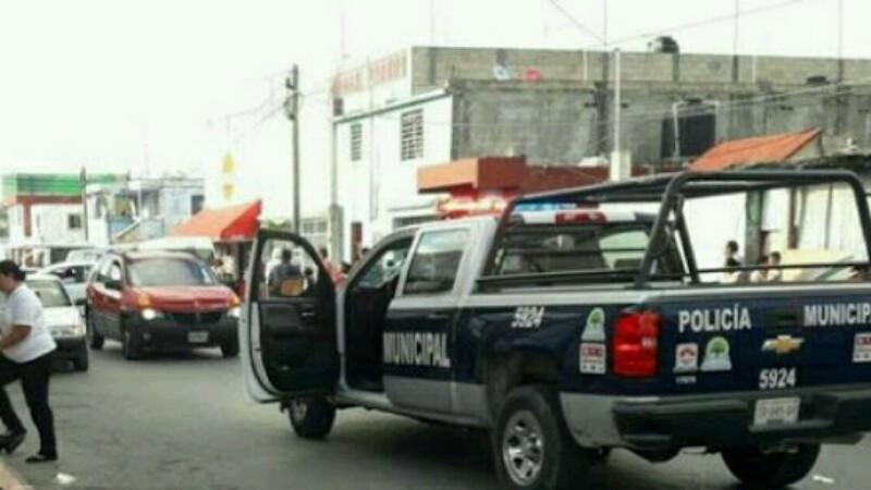 Asesinan a tres personas afuera de un bar en Cancún