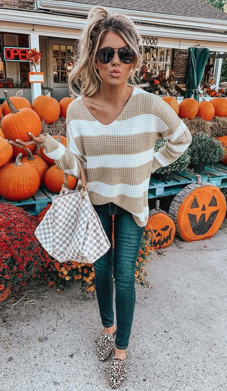 fall outfit to try this season / leopard loafers + jeans + striped sweater + plaid bag