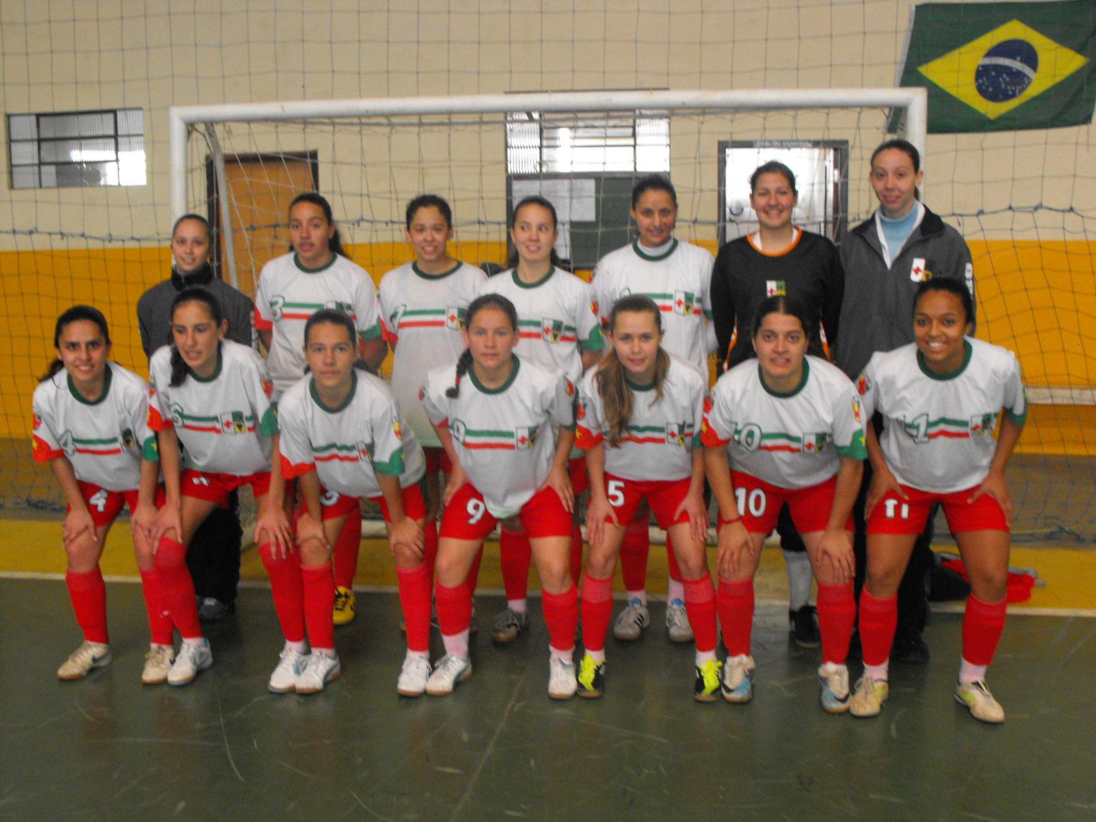 4880af4e37 A estréia da equipe feminina juvenil de Colombo não poderia ter sido em  melhor estilo no Campeonato da Liga Intermunicipal do Paraná.