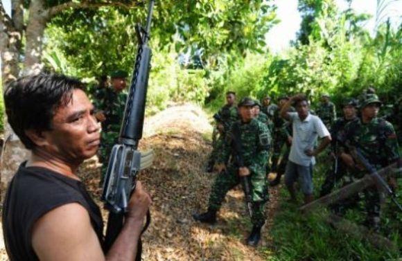 TNI Buru WNA Bersenjata