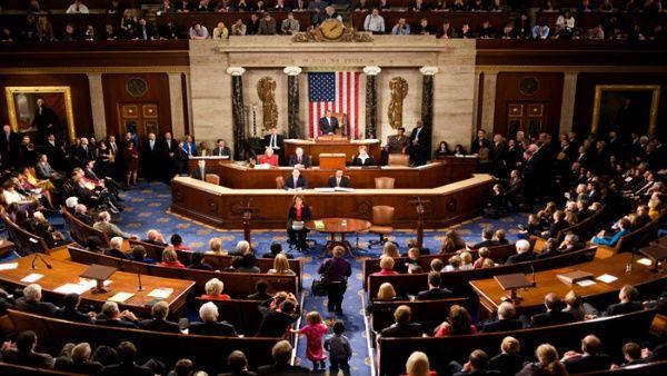 Cámara de EE.UU. aprueba medida temporal de financiación