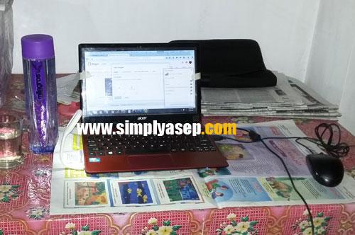LAPTOP : Mengakses dunia maya melaui sebuah laptop memang mengasyikkan.  Gantilah password akun anda secara berkala.  Foto Asep Haryono