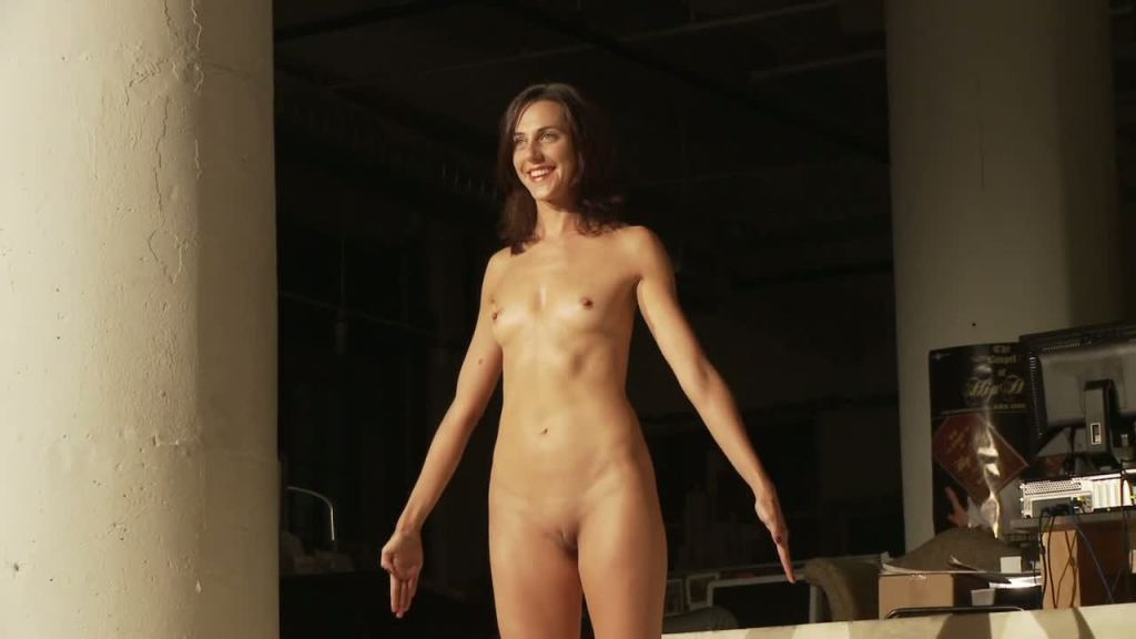 Singing In The Nude 104