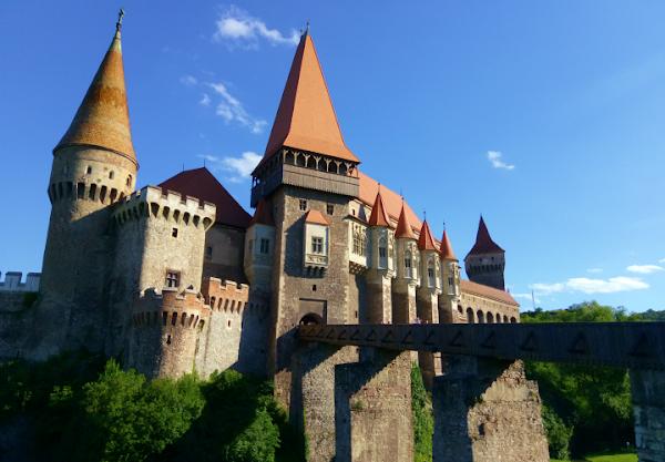 Castelul Corvinilor (HD)