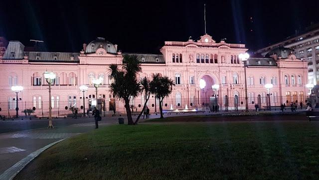 La Casa de Gobierno brilla con iluminación LED