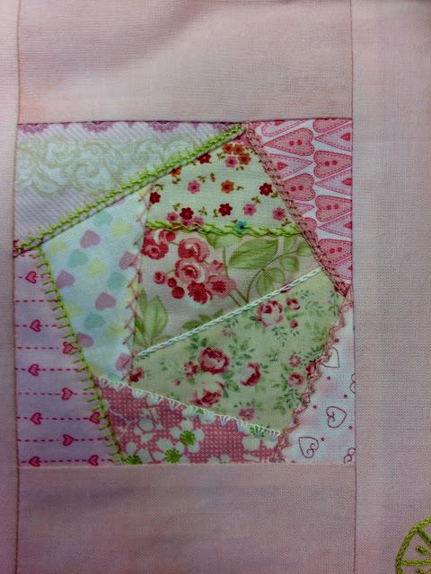 Trabajo de alumnas: mantita de cuna de patchwork