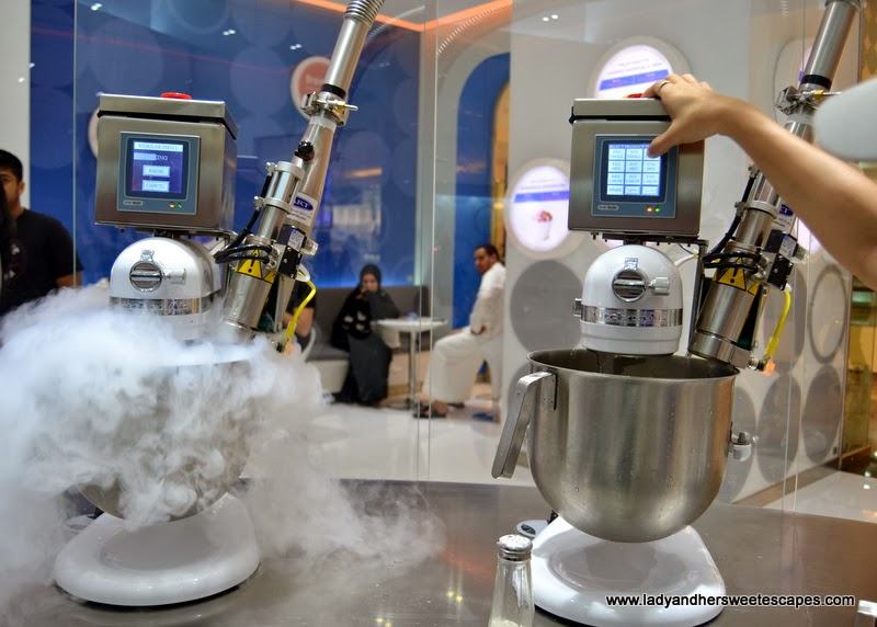 iCream Cafe's ultramodern liquid nitrogen machines