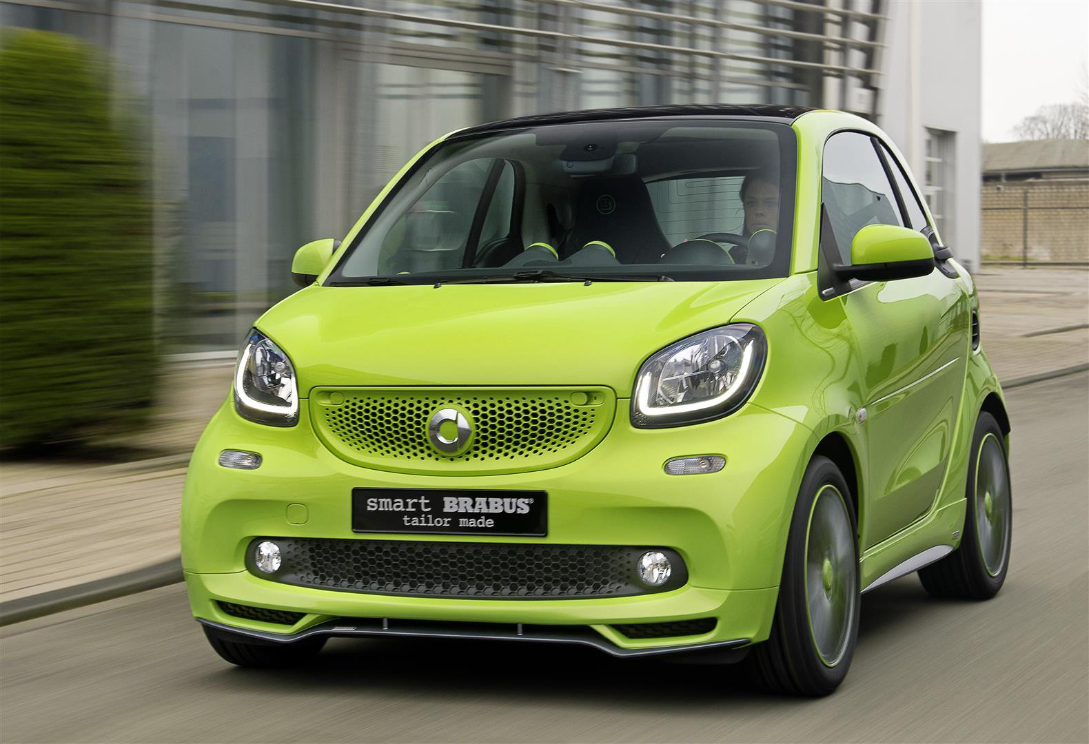 smart 39 s new brabus tailor made fortwo carscoops. Black Bedroom Furniture Sets. Home Design Ideas