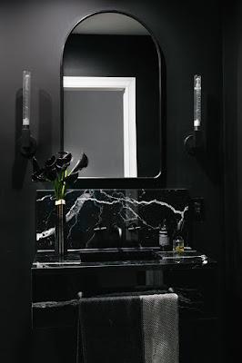 стильный чёрный санузел