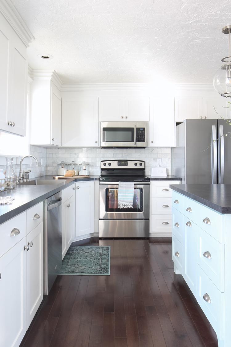 Epic White Shaker Kitchen Cabinets Blue Island Marble Backsplash Black Countertops
