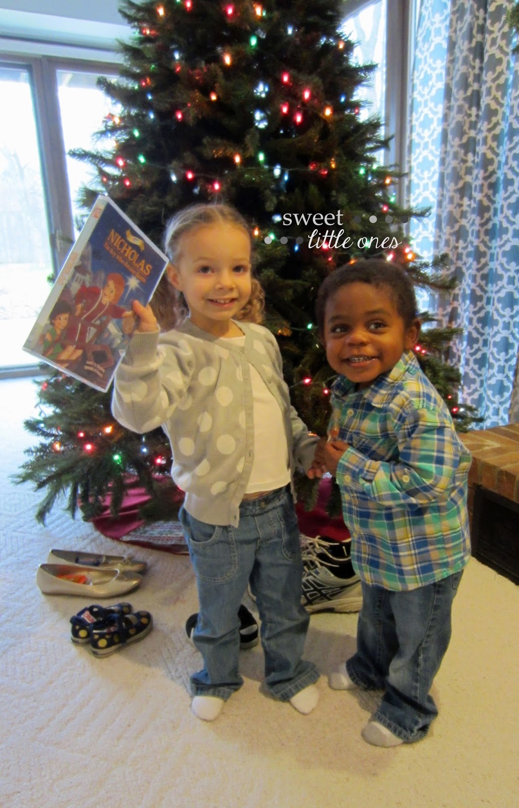 Favorite Family Christmas Traditions - Celebrating Advent with the Saints - St. Nicholas Day Traditions - www.sweetlittleonesblog.com
