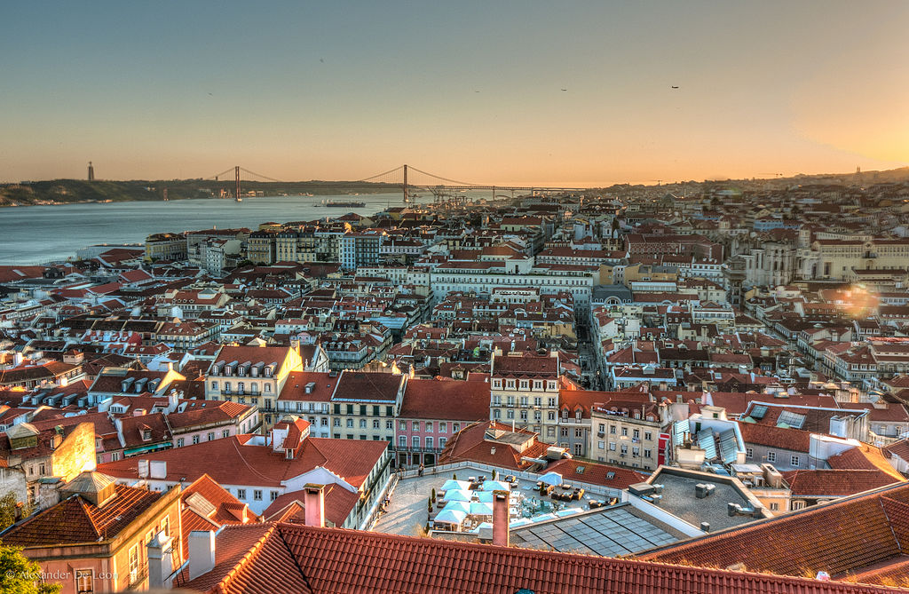 Panorâmica da cidade de Lisboa, Portugal. Autor: Alexander De Leon Battista. Fonte: https://pt.m.wikipedia.org/wiki/Ficheiro:Vista_de_Lisboa.jpg