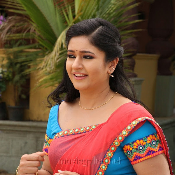 Poonam Bajwa latest hot photos in saree from Aranmanai 2 aka Kalavathi