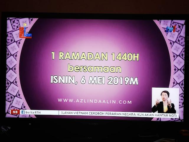 """Salam 1 Ramadan 1440H - Alhamdulillah berjumpa lagi di bulan Ramadhan tahun ini. Setiap tahun, Ramadhanlah yang paling di rindui.Bulan Raamdhan, bukan sahaja bulan untuk menahan lapar dan dahaga. Malah, bulan ini mummy sukainya kerana bulan silaturrahim. Duduk makan dinner (buka puasa) bersama ahli keluarga, boleh buka puasa bersama kawan-kawan, rakan sekerja dan juga boleh merasai buffet Ramadan di luar sana.         Salam 1 Ramadan 1440H  Kalau bulan lain, jenuh juga kan nak arrange masa bersama dengan ahli keluarga, rakan sekejra, kawan-kawan. Sebelum terlewat (rasa lewat dah nak bagi ucapan dalam blog), mummy nak ucapkan selamat berpuasa kepasa semua ! Lama blog ni bersawang, mood mummy mana ntah tinggal. Sibuk kerja pun, iya jugak !   Blog walking pun tak sempat, insyaallah mummy akan terjah blog korang ye !  UCAPAN RAMADAN    Dalam pada tu...mummy seronok juga baca ucapan Ramadan yang di hantar oleh keluarga, sahabat samada di Whatsapp mahupun di media sosial. Jom tengok apa whatsapp ucapan Ramadan yang mummy ada terima !  Ucapan Ramadan 1 :-  1 Hari Lagi  Dah Nak Puasa ni...  saya😊     mungkin😳          banyak😣               salah😔                    pada😞                        Anda😱                      sengaja😁                        atau😲                      tidak🙅                  jadi💁             sebelum☝🏻          masuk🚶     ramadhan🌙 saya😌 mohon       maaf☺             lahir👄                   batin💚                     kepada😉                semua😃           setulus✌🏻       hati   ku🙇🏻 ,,,,,🌺,,,,kembang melati sungguh lah indah,,,,,,,, 🌹,,,,di tengah taman jadi hiasan,,,🌺,,    ,,,harum RAMADHAN tercium sudah,,,,,🤲🏻,,,, ,,,,,,,kalau ada KHILAF    mohon di maaf kan,,,🤲🏻  ,,,,,,🌷,,, makan roti jangan berlari,,,,,,🌺,,,,, Bersih kan HATI SUCI KAN DIRI,,,,,,🌺,,,,,, ,,,,bunga teratai terikat rapi,,,,,,,,🌹,,,,,,,, Lama di pandang indah sekali,,,,,,,🌷,,,,,,, ,,,,biar pun RAMADHAN sebentar lagi,,,,,,,,,  🌺,,,,mudah""""an  saya jadi orang pertama yg menngucapkn,"""
