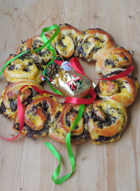 Pastry cream & Chocolate Chunks Edible Wreath