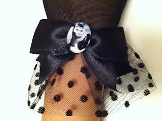 Audrey Hepburn portre siyah tül eldiven paper faces