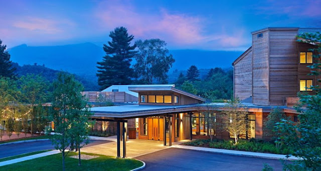 The Topnotch Resort Stowe in Vermont provides the ultimate holiday experience. Enjoy a location in Stowe, VT with a spa, nearby skiing, tennis year round & more!