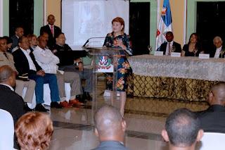 Presidenta Cámara de Diputados gradúa cientos en diferentes Diplomados